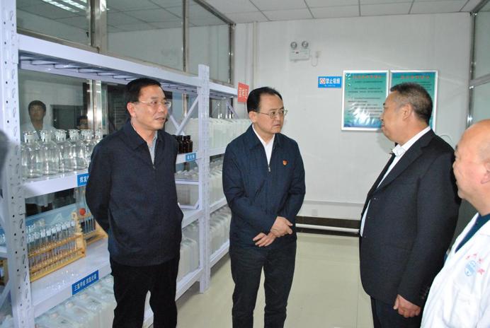 省人大常委会副主任、市委书记李俊明、市政...