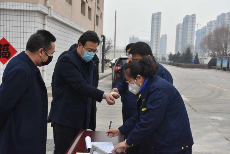 市城管局刘云飞局长检查污水处理厂生产运营...