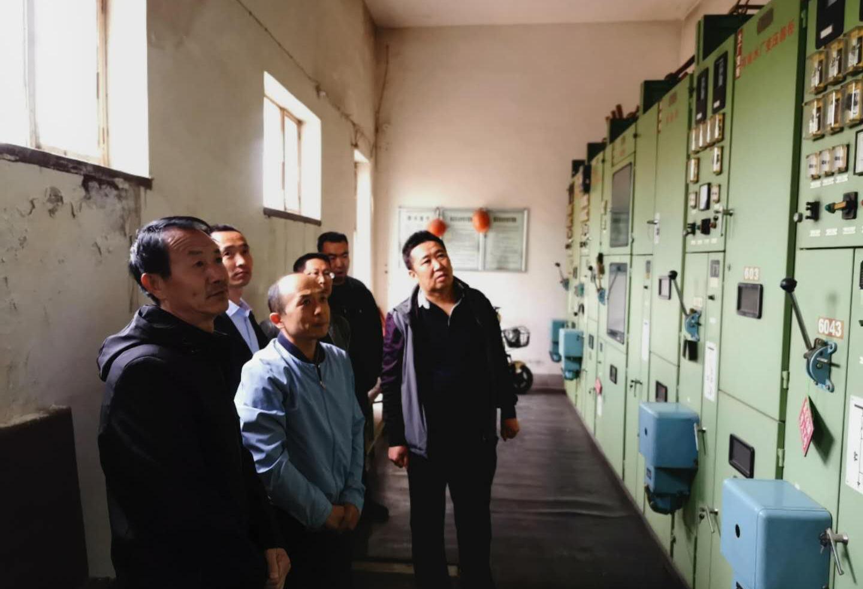 公司总经理王建人在供水、污水生产一线开展...